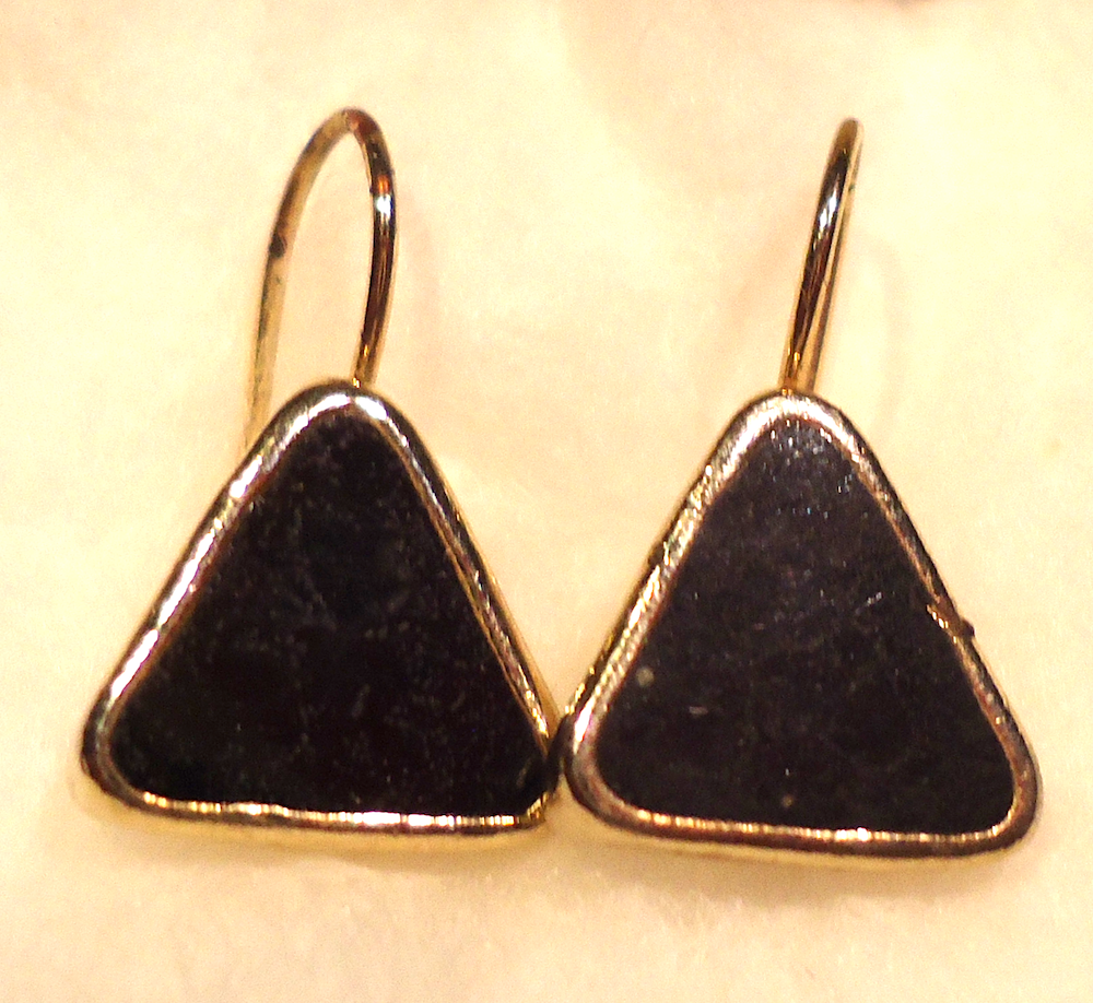 black triangle retro dangle earrings jewelry retro vintage fashion and collectibles. Black Bedroom Furniture Sets. Home Design Ideas